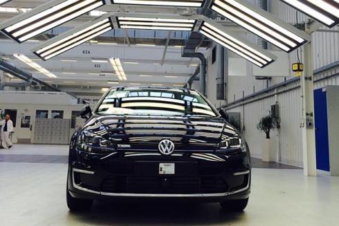Volkswagen_e-golf_2015_02