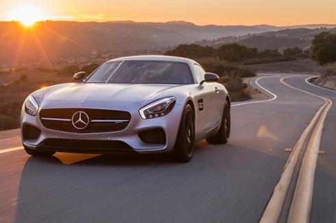 El nuevo 2015 Mercedes-AMG GT S, en su debut en la pista de Laguna Seca.